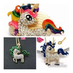 NWT•Betsey Big eyed crystal Unicorn necklace